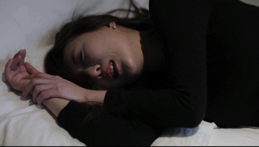 韩国淫荡骚女宾馆被诱奸白嫩美腿劈开被狂插超级刺激