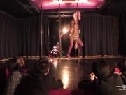 092011_178-1pon-ストリップ劇場で舞う未亡人