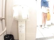 【全網首發】【商場蹲廁】外站最新流出多角度偷拍美女噓噓,其中有幾個顏值氣質美女,身材都很不錯 16人次~原版高清