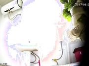【全網推薦】從未流出過的小旅館衛生間高清偷拍(第三十二部)稀缺資源勁爆收藏~原版高清