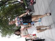 國內廁拍大神公共場合尾隨美腿美女進入公共女廁拍攝尿尿 有個吃擼串妹子顏值還是蠻高的 1080P原版高清