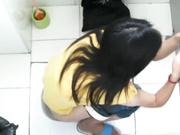 國內廁拍牛人TK哥潛入寫字樓公共女廁偷拍白領小姐姐們尿尿 有個長靴妹子這麽大泡尿憋壞了 1080P高清原版無水印
