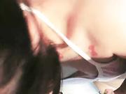 颜射白虎可爱美少女含情脉脉舔着肉棒清纯与淫荡的反差