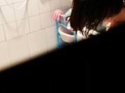 真实继续偷拍儿媳妇洗澡