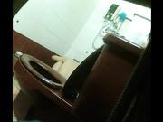【全網推薦】【大陸經典盜錄系列】趴窗窺視良家人妻少婦洗浴護膚 苗條身材雪白肌膚看得讓人欲火焚身 720P原版高清